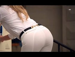 Gwyneth Paltrows ass in tight white pants